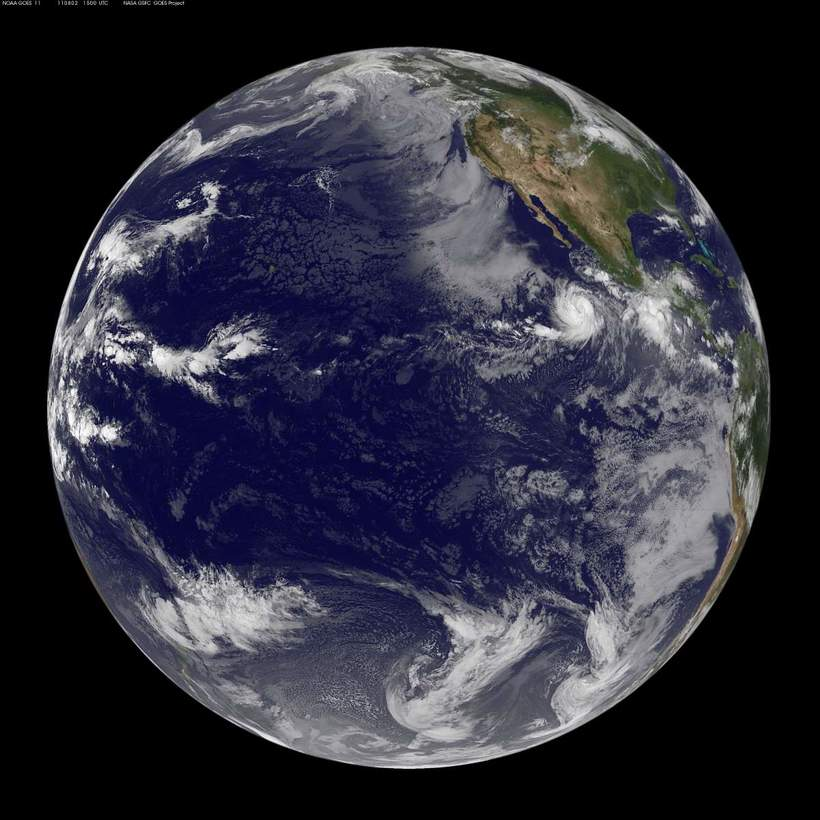 фото Тихого океана со спутника