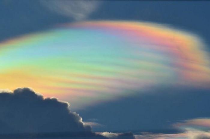 Серебристые облака на небе