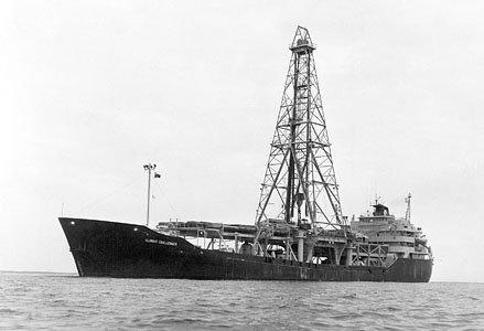 Океанографическое буровое судно Гломар Челленджер