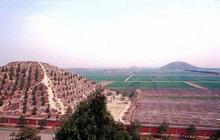Белая пирамида