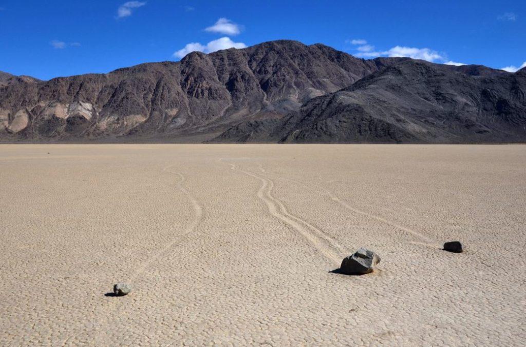 Камни, лежащие в Долине Смерти