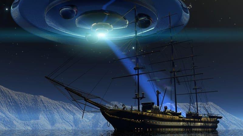НЛО и корабль